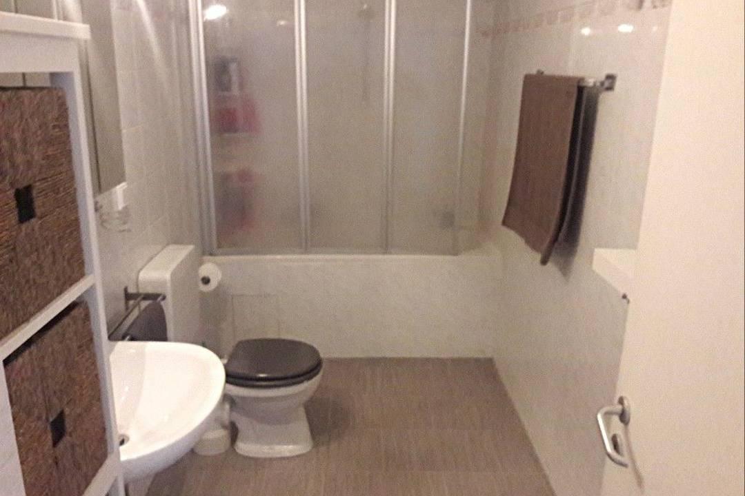 Objekt-Slide-Bild - 2 Zimmer Wohnung komplett möbliert